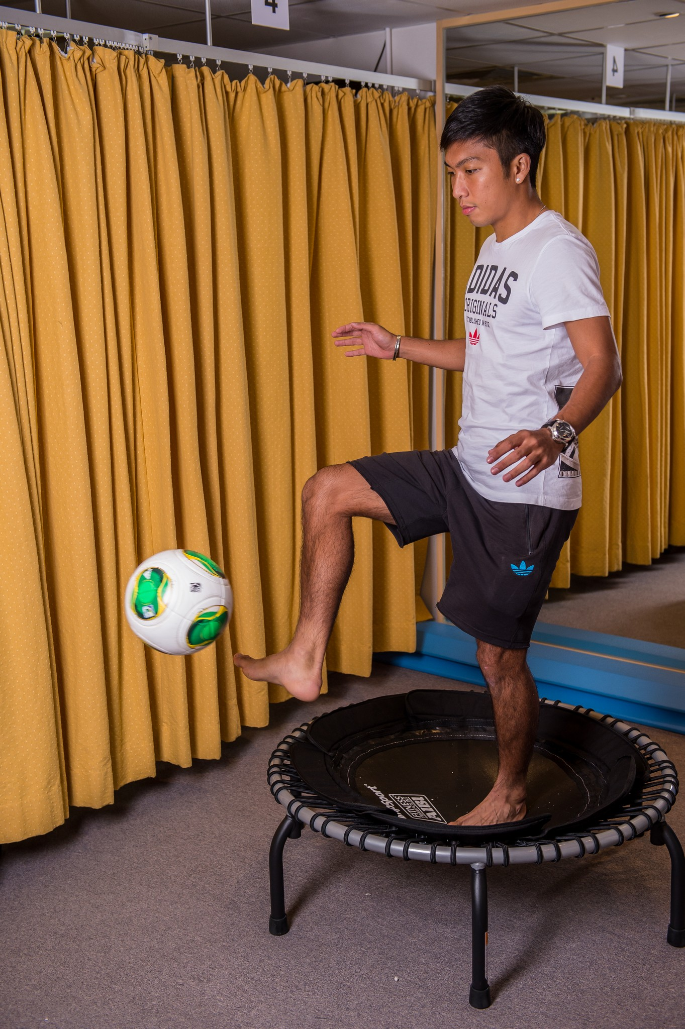 how to become a physiotherapist for a professional sports team